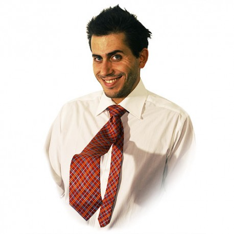 cravatta che si alza